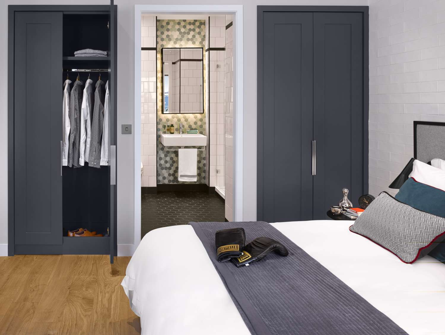 Show Apartment Bedroom With Fitted Wardrobes